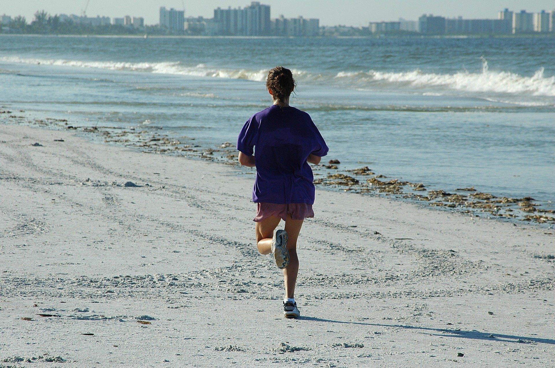 woman-jogger-1678716_1920